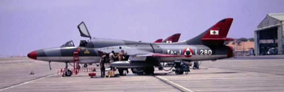 1967 - Hawker Hunter T66 biplace (L-280) de l'armée de l'air libanaise sur la base aérienne de Beyrouth